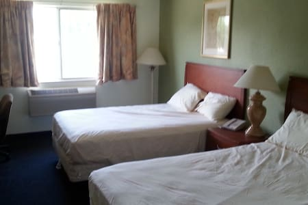 Riverwalk Inn Hotel Room 108 - 2 Double Beds - Lain-lain