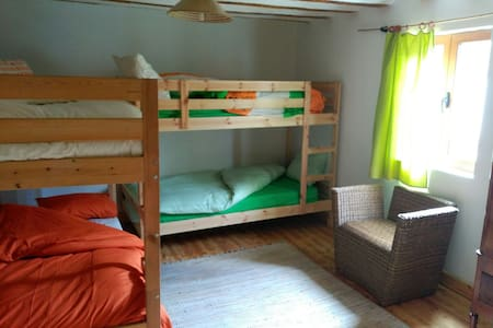 Wooden big room for groups and families. - Huis