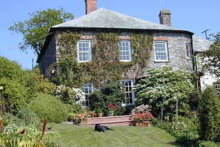 Sannacott Farmhouse    North Molton    Devon - Bed & Breakfast