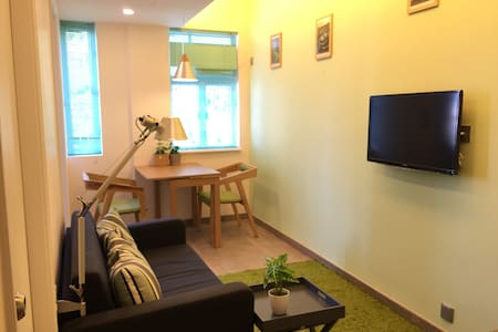 2BR City Centre Apartment above Mass Transit - Hong Kong - Apartment