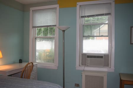 Private room with a street view - Hartsdale