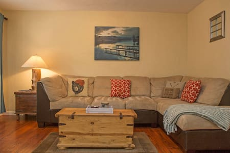 Walk to Lake & Beaches from home - South Lake Tahoe - Bungalow