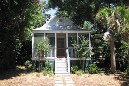Vintage 40's Folly Beach Cottage - 폴리 비치(Folly Beach) - 단독주택