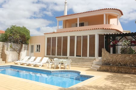 Private room in villa with pool 10 mins from beach - Vila