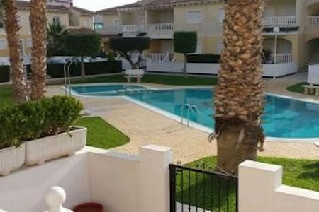 beautiful linked villa in front of the poolarea - Hus