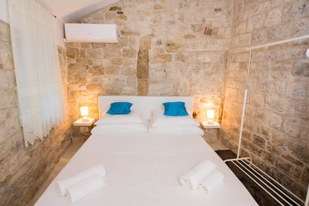 100 STEPS FROM THE CATHEDRAL ... - Trogir - Wohnung