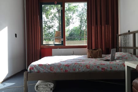 Nice room in apartment 10 min. from AMS - Duivendrecht