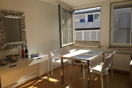 2-Zimmer Stadtwohnung mit Parkplatz im Innenhof - Mannheim - Wohnung