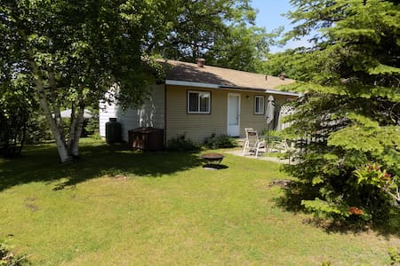 Balm Beach - Small 2 bedroom Family Cottage - Cabin