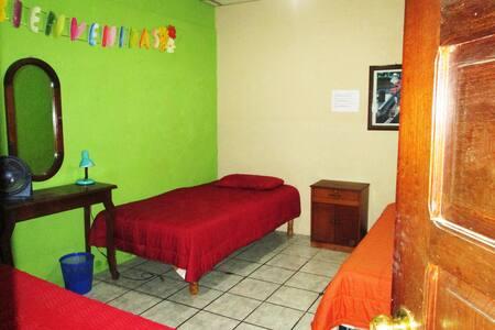 Welcome Home! ¡Bienvenido a Casa! - House