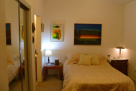 Very nice room with bath en-suite, full house use - Paso Robles