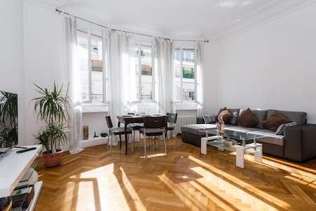 Room type: Entire home/apt Property type: Apartment Accommodates: 4 Bedrooms: 2 Bathrooms: 6.5