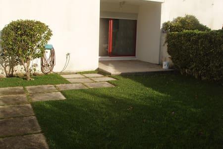 Apartamento duplex ao pé do mar - Leilighet