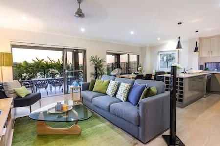 5 Star Luxury Home - Rumah