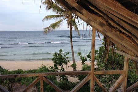 Beautifully rustic beach house on Takaungu Beach - Takaungu - Dom