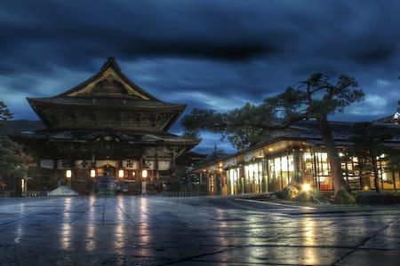 10 min Walk from Zenko-ji Temple!!