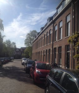 Lovely room (2p) or entire house - Haarlem - Casa