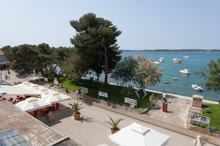 App 20m to sea with Brioni wiew! - Fasana - Appartamento