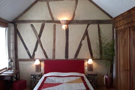 "Chambre d'hôtes ""La Clé des Chants"" - Bed & Breakfast"