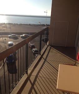 Appartement au calme, centre, vue mer - Byt