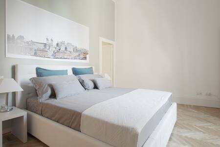 Rhome 31, Piazza di Spagna.