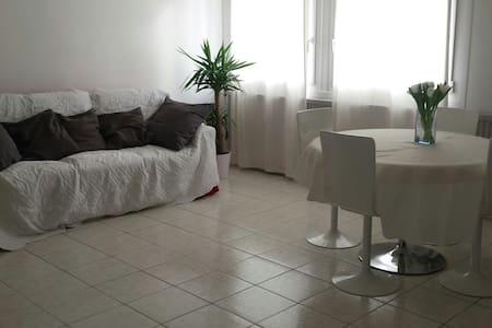 Bel appartement proche du rer - Fresnes - Apartmen