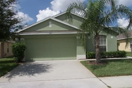 Spacious Home - 7 Miles from Disney - House