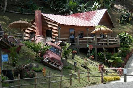 Hard Rok Village -  5 Cabins w/Pool - Casa de campo