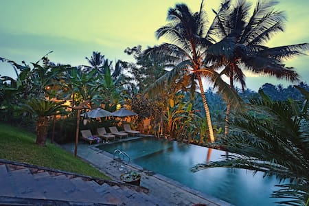 Lush valley view in central Ubud - Bed & Breakfast