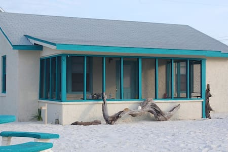 Beach Cottage - beachfront access - Mexico Beach - Ev