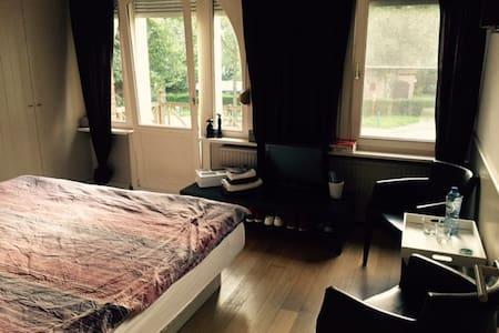 Eenvoudige & gezellige kamers in Brasschaat - Brasschaat