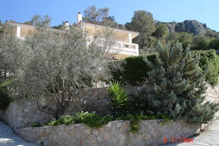 private beach house Athens riviera - Perachora - Talo