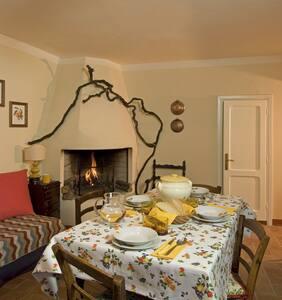 Small cottage in Medieval hamlet - Apartemen