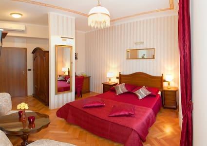 Romantic Mediterranean Luxury - Solin - Bed & Breakfast