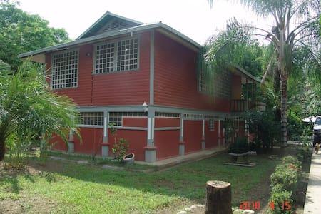 Casa en el tropico sur, Valle del D
