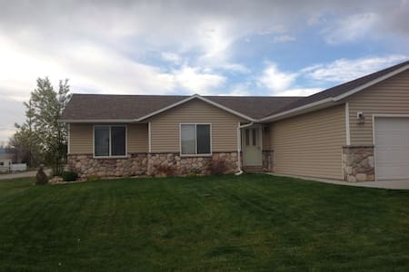 Your home away from home in WY (2) - Douglas - Rumah