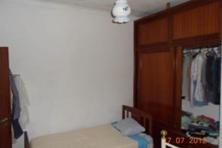 Bedroom w / 2 beds and wardrobe - Casa