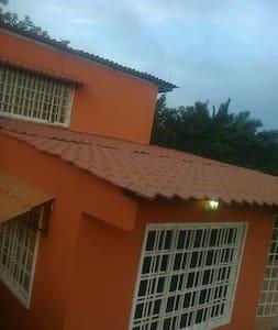 Casa typo finca en montaña tropical - La Chorrera - Huis