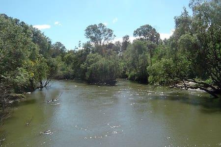 Between Gold Coast and Brisbane! - Edens Landing - House