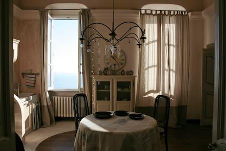A picco sul mare in un antico borgo - Apartamento