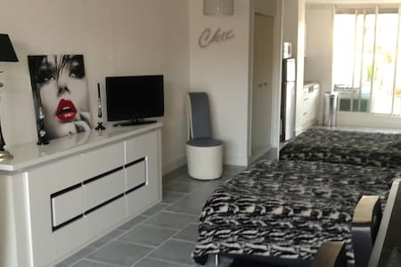 Room type: Entire home/apt Bed type: Real Bed Property type: Apartment Accommodates: 4 Bedrooms: 0 Bathrooms: 1