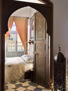 Room Marcello - Maison du Cinèma - essaouira - Bed & Breakfast