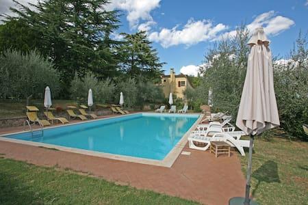 Villa in parco + pool 10' da Siena - Apartamento