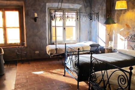 Galbusera Bianca - Stanza del Ferro - Bed & Breakfast