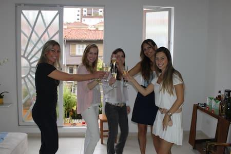 Ocean House, quartos compartilhado em linda casa. - São Paulo - Bed & Breakfast