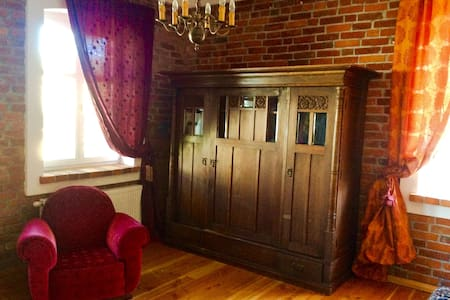 Rooms in beautiful antigue house by the Baltic Sea - Mielenko - Wikt i opierunek