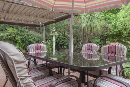 Private Room in Sandton (Cerise) - Sandton - Bed & Breakfast