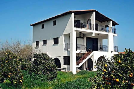 Perfect  Location  Peloponnese! - Κάτω Αλμυρή - Λουτρά Ωραίας Ελένης - House