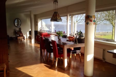 Spacious House Lakeside Huizen - Huizen