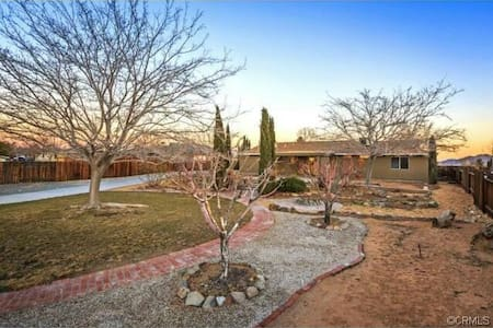 Cozy High Desert Gem - Apple Valley - Hus